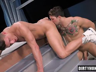 Muscle jock anal sex with cumshot