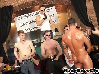 Muscular gangbang stud barebacked at sexparty