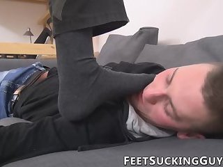 Twinks have some feet foreplay before anal pounding starts