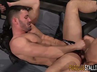 Muscly hunk gets fucked