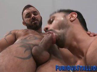 Gay powerhouse gets a bj